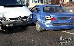 Daewoo и Mercedes столкнулись на перекрестке в Кривом Роге