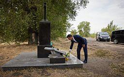 Під час поїздки до Кривого Рогу Президент України поклав квіти на місці загибелі українського музиканта Скрябіна