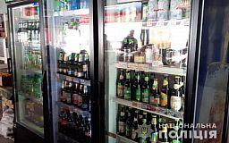 Сотню бутылок алкоголя, который продавали без лицензии, изъяли полицейские в Кривом Роге