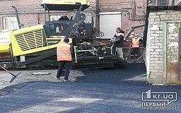 Криворожане просят отремонтировать асфальт возле подъездов