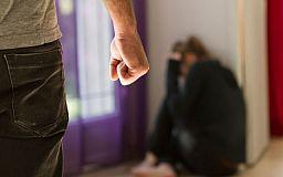 Больше тысячи раз за месяц криворожане сообщили в полицию о домашнем насилии