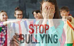 Трикутник Карпмана: що робити школярам, щоб не стати жертвами та спостерігачами булінгу (відео)