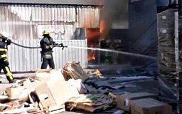В Кривом Роге возле супермаркета случился пожар на открытой территории