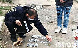 У «подозрительного» криворожанина изъяли 92 пакетика с каннабисом