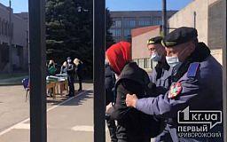 Журналистов силой выгнали с сессии горсовета в Кривом Роге (ВИДЕО)