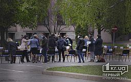 Не подготовили поименное голосование: в Кривом Роге проводится open-air заседание сессии