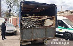 Криворожские полисмены задержали парня, который ездил по селам и принимал у людей металлолом