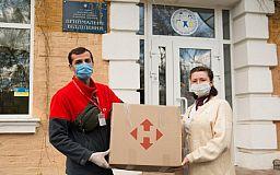 «Нова пошта» дарує маленьким пацієнтам лікарень розваги і створює гарний настрій