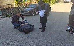 На взятке в 7 тысяч долларов задержали прокурора Днепропетровской прокуратуры