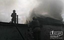 Криворожские спасатели потушили пылающие сараи