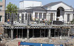 На месте бывшего отеля в историческом центре Кривого Рога ведется строительство