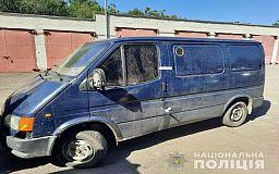 Криворожские полицейские задержали мужчин, которые ездили по городу и принимали у людей металлолом