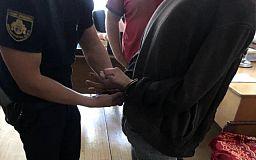 Полицейские в Кривом Роге задержали двоих мужчин, которые ограбили своего знакомого