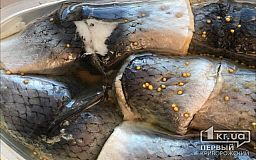В Кривом Роге от ботулизма умерла женщина, которая съела домашнюю соленую рыбу