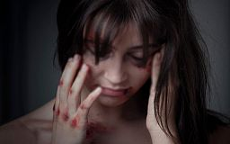 Криворожанин, стащивший супругу с кровати, заплатит штраф за домашнее насилие
