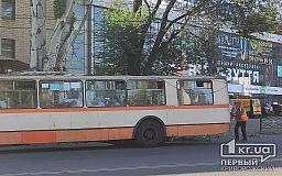 В центре Кривого Рога из-за поломки троллейбуса затруднено движение