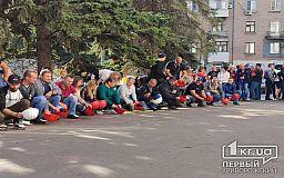 Шахтеры в Кривом Роге продолжают бастовать под землей, на поверхности их поддерживают коллеги и семьи