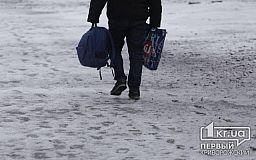 В Кривом Роге к наступлению зимы подготавливают снегоуборочную технику и посыпочный материал
