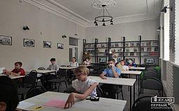 Мобільні телефони у школах: про можливості та небезпеки криворізьким учням розповідають патрульні