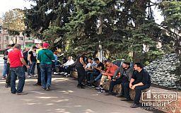 Стук шахтерских касок: криворожане продолжают митинговать и после заявления КЖРК об обращении в полицию и простое шахт
