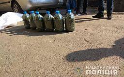 Деньги, марихуану и телефоны изъяли полицейские у двоих подозреваемых в наркоторговле