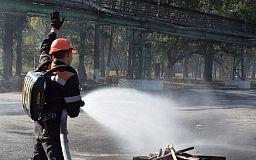 Как достать пострадавшего из-под обрушившегося здания показали горноспасатели сотрудникам завода «Кривой Рог Цемент»