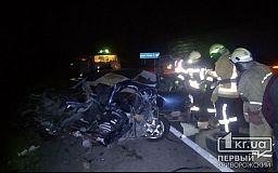 Два человека погибли и два пострадали в результате ДТП под Кривым Рогом с участием грузовика и легковушки