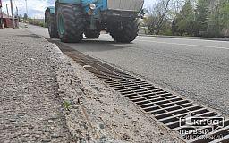 Дорогу в районе криворожской дамбы, которую капитально отремонтировали в 2015 году, еще не ввели в эксплуатацию