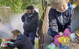 Криворожские чиновники взяли пробы воды из реки Саксагань