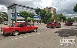 На центральном проспекте в Кривом Роге случилось тройное ДТП