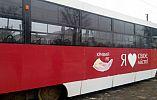 В Кривом Роге неизвестные разбили окна в трамвае после капитального ремонта