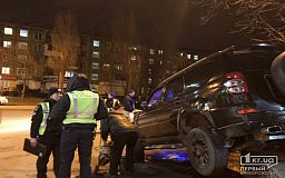 Криворожанин, который на внедорожнике снес отбойник и дорожные знаки, был пьян и перед этим попал в другое ДТП