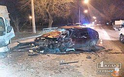 Лоб в лоб: в Кривом Роге обгон закончился столкновением с грузовиком и госпитализацией водителя