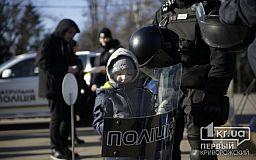 Рождество с патрульными: почти сто криворожан пришли на встречу с правоохранителями