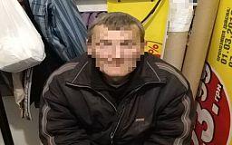 Украл кроссовки из магазина и вернулся совершить еще одно преступление: в Кривом Роге задержали нарушителя