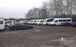 В Кривом Роге перед конкурсом перевозчиков маршрутчики выстроились перед исполкомом