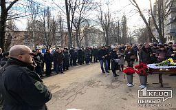 У Кривому Розі в останню путь проводжають волонтера Андрія Садила, який допомагав армії України із перших днів окупації