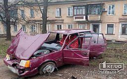 ДТП в Кривом Роге: ЗАЗ вылетел на тротуар