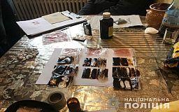 Оружие, деньги и наркотики: в Кривом Роге задержали членов преступной группировки