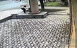 В Кривом Роге ищут мужчину, который осквернил памятник жертвам Холокоста (видео)