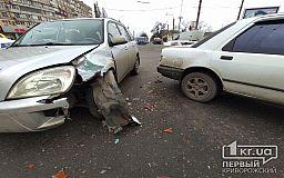 ДТП в Кривом Роге: на оживленном перекрестке столкнулись Chery и Ford
