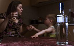 В Кривом Роге увеличилось количество родителей, у которых забрали детей из-за пьянства и наркозависимости