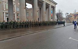 Почти 100 военнослужащих и полицейских заступили на патрулирование двух районов Кривого Рога