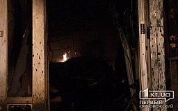 В Кривом Роге на территории частного домовладения случился масштабный пожар