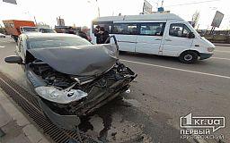 ДТП в Кривом Роге: легковушка врезалась в маршрутку и грузовик