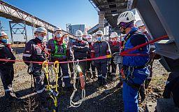 На Северном ГОКе специалистов обучают безопасной работе на высоте