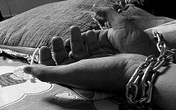 Куди повідомляти про випадки торгівлі людьми