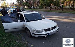В Кривом Роге водитель сел за руль авто с коноплей на заднем сидении