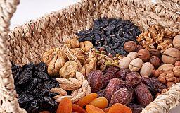 Орехи и сухофрукты: польза для здоровья