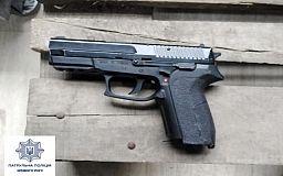 С пистолетом в руках криворожанка хотела решить конфликт с сестрой